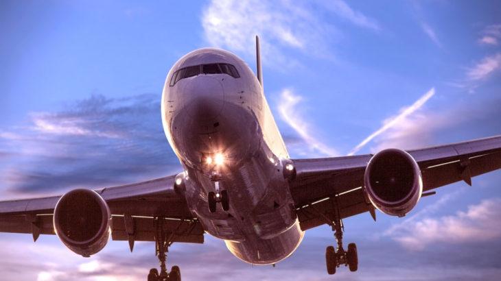 飛行機が離着陸のときに客室内を暗くする理由