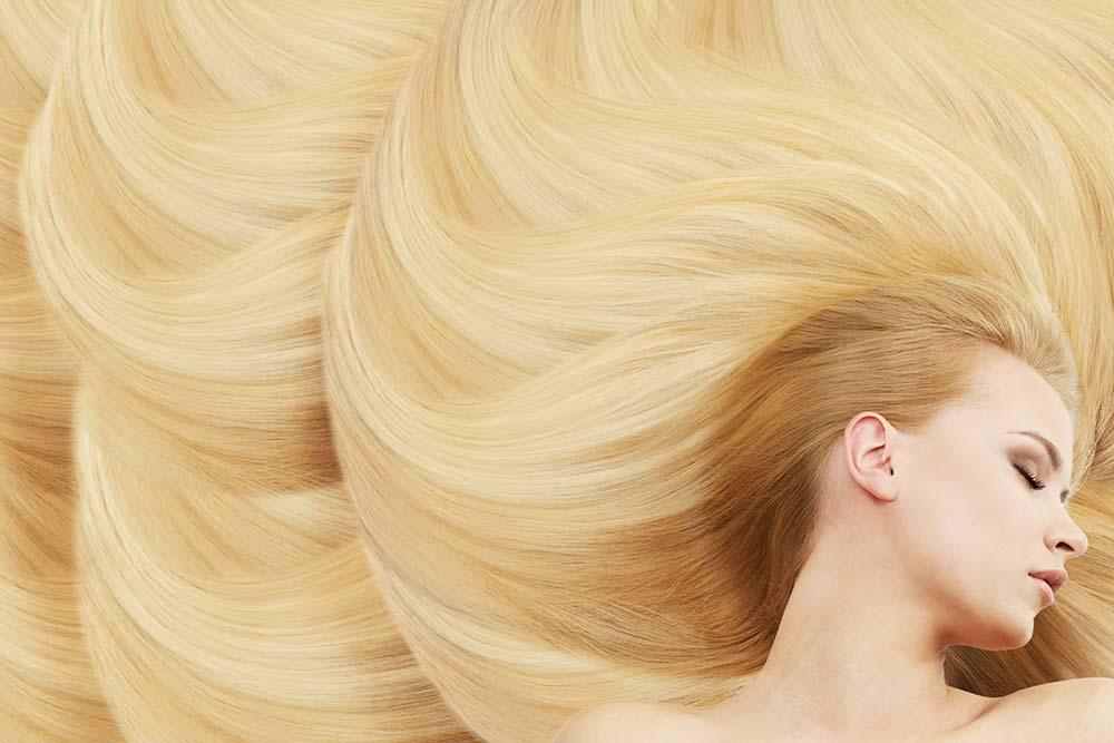 髪のキレイな金髪女性