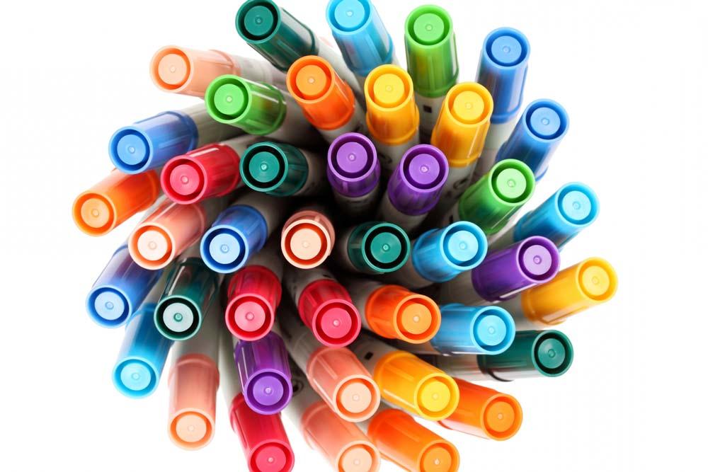 カラフルな油性ペン