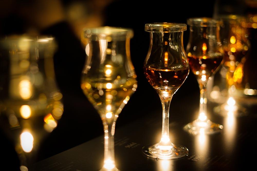 ウィスキー・夜のバーのイメージ